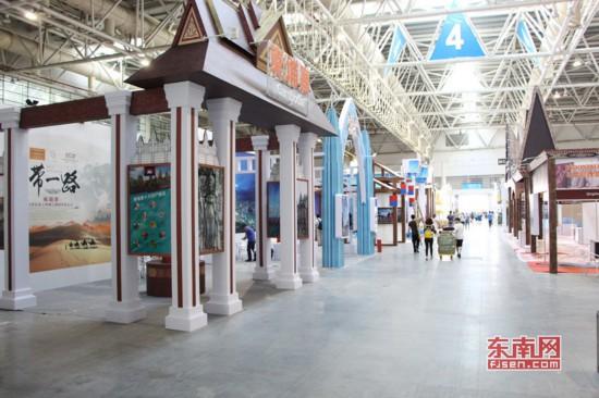 4号馆,各具特色风格的海丝沿线国家和地区商品展区.jpg