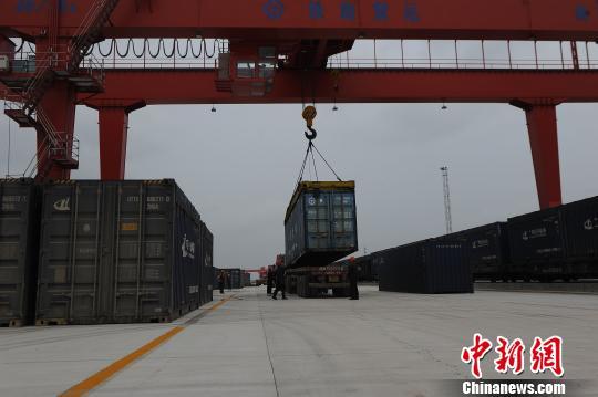 中新南向通道重点工程南宁铁路物流中心开通运营