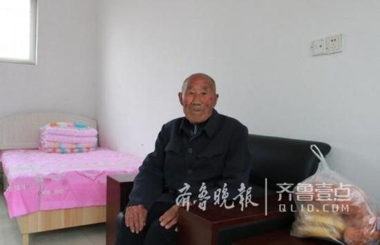 两地志愿者爱心接力,拾荒老人在外四十五年终回家