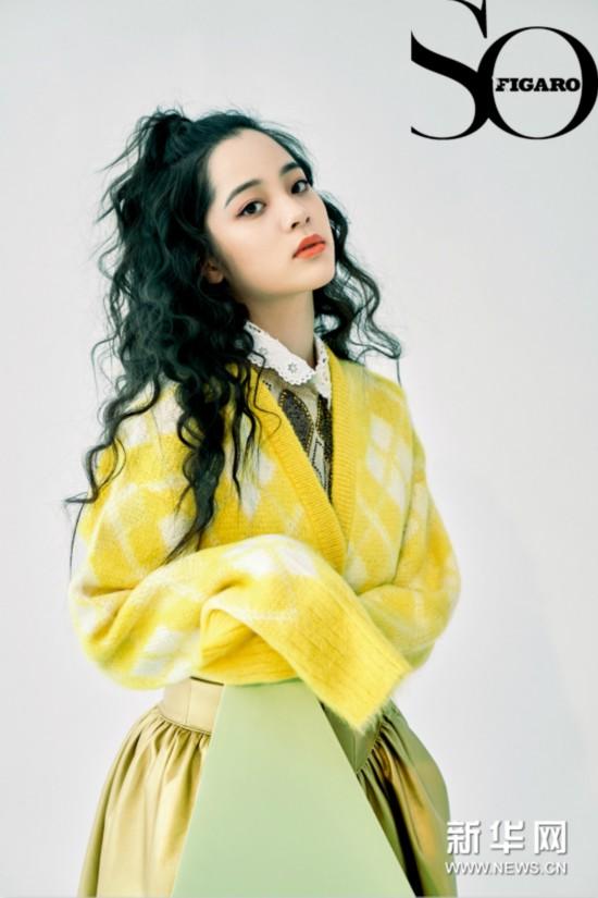 欧阳娜娜最新杂志封面 长发微卷复古清新