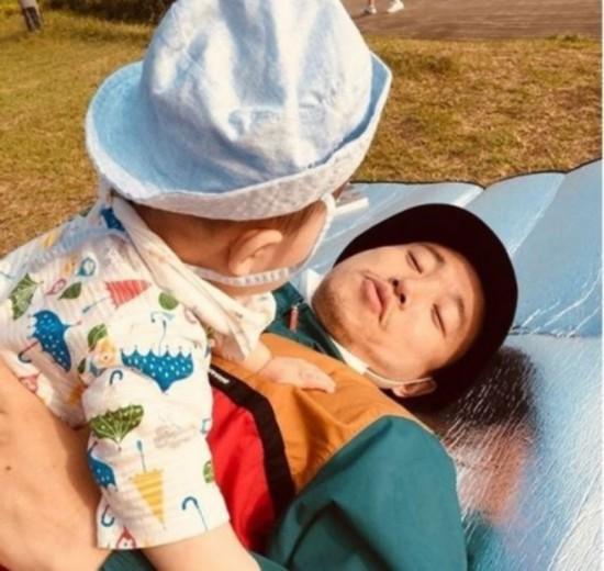 姜Gary带儿子野餐晒照 专注看娃平淡且幸福