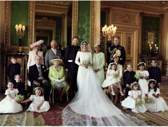 哈里王子大婚官方结婚照发布 幸福洋溢
