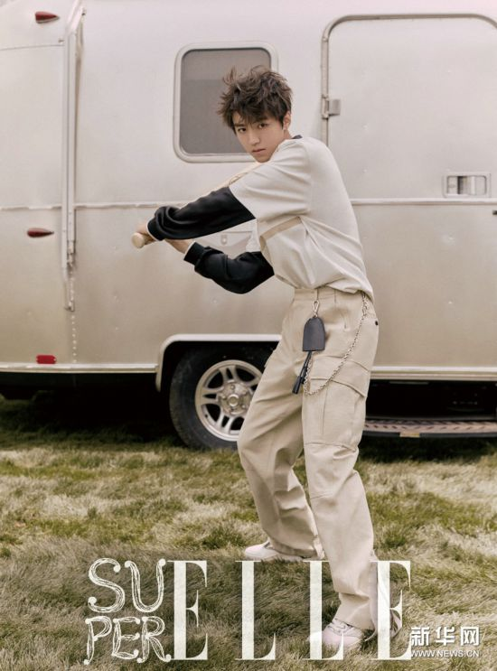 王俊凯连登杂志封面 化身棒球少年