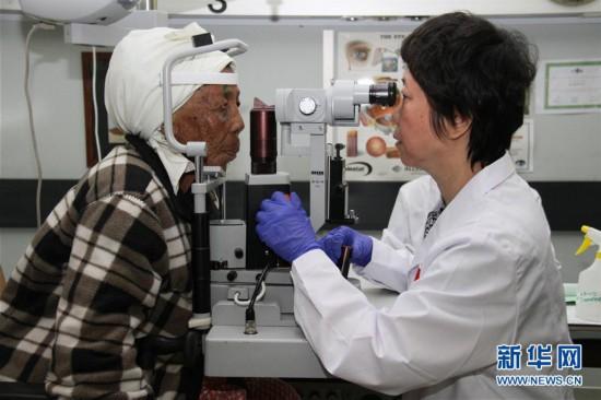 """中国医护人员为纳米比亚白内障患者""""送光明"""""""
