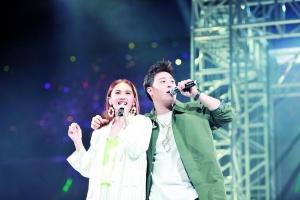 """李荣浩没来,杨丞琳演唱会和潘玮柏""""互相表白"""""""