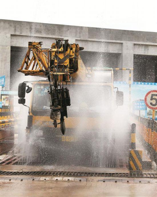 深圳地铁工地绿色施工 也无噪声也无尘