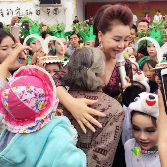 """歌声激越""""中国缉毒第一站"""":为人民歌唱,是我一直的追求"""