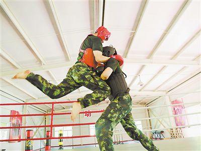 武警宁夏总队石嘴山支队官进行搏击训练