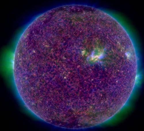 "NASA又发""紫太阳"":似一团花球 充满神秘色彩(图)"