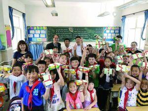 北京门头沟儿童六一获赠励志书籍