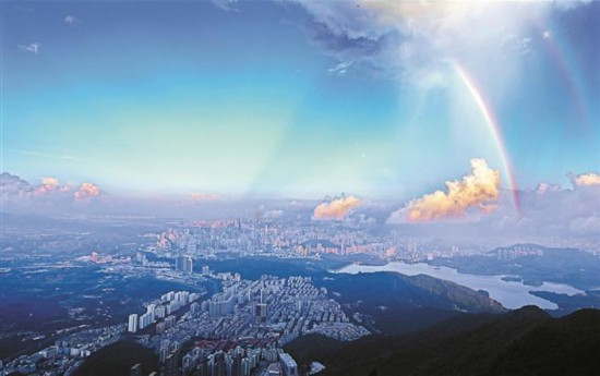深圳天空雨后出现双彩虹