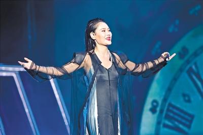 袁娅维谈新专辑《TIARA》:有血有肉、有笑有泪