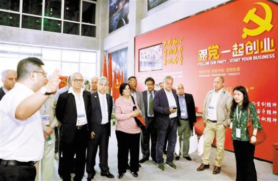 外国嘉宾参观深圳图书馆、深圳湾软件产业基地
