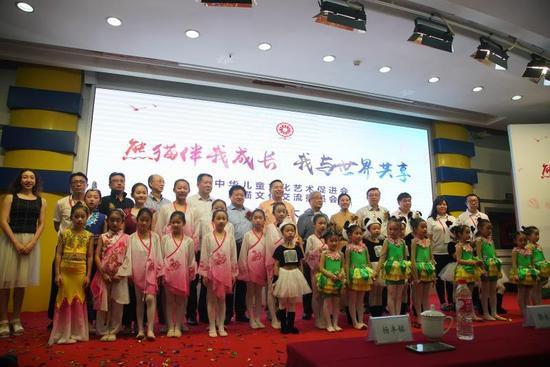 熊猫伴我成长,我与世界共享  ―记中华儿童文化艺术促进会熊猫文化交流委员会成立大会