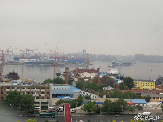 """中国双航母首次""""会师""""大连 专家:未来会有更多航母"""