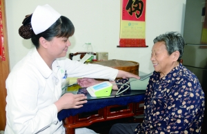 为服务社区居民 外来护士讲得一口流利苏州话