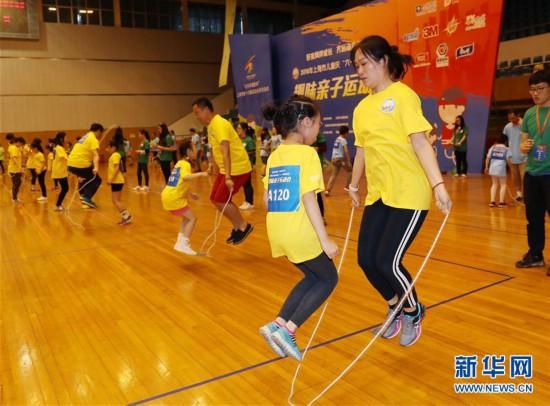 """(社会)(1)上海:亲子运动迎""""六一"""""""