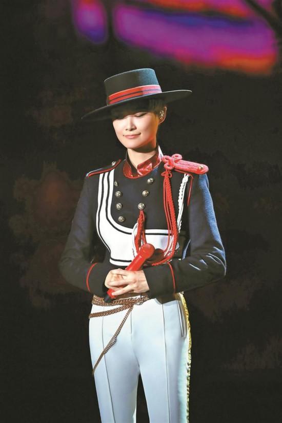 李宇春为深圳带来新作《蓝》