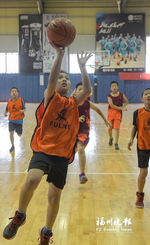 2018中国小篮球联赛在榕举行 共60支篮球队参加