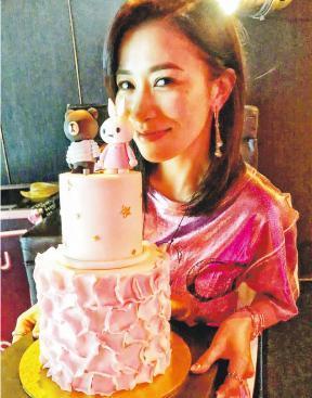 佘诗曼与众好友共度43岁生日 网友关心感情状况