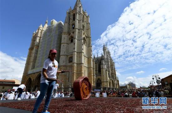 西班牙莱昂制作世界最大风干牛肉拼盘