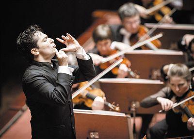 埃斯特拉达执棒演绎马勒第五交响曲