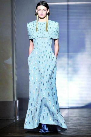 梅根的极简婚纱就是她设计的