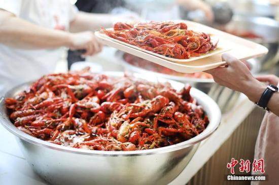 小龙虾吃多体内会长寄生虫? 5月这些谣言你入坑了吗