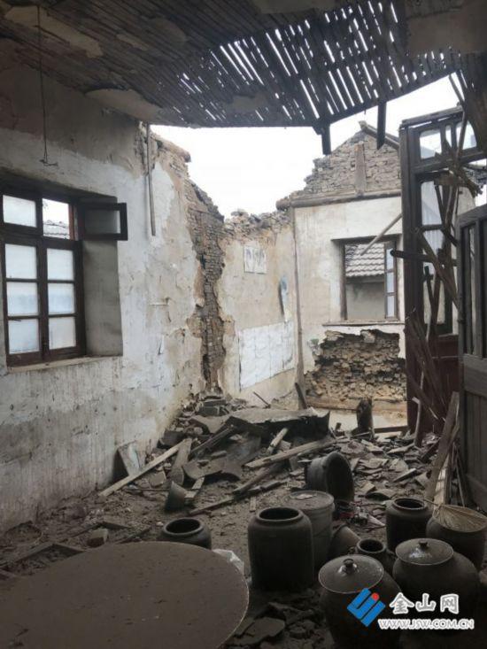 镇江三多巷百年老屋垮塌 未造成人员伤亡