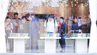 """武汉市房管局升级合同杜绝""""价外价"""" 下月起刚需优先房源增至六成"""