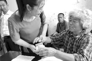 南通农妇打工七年替去世儿子还债:求一份心安