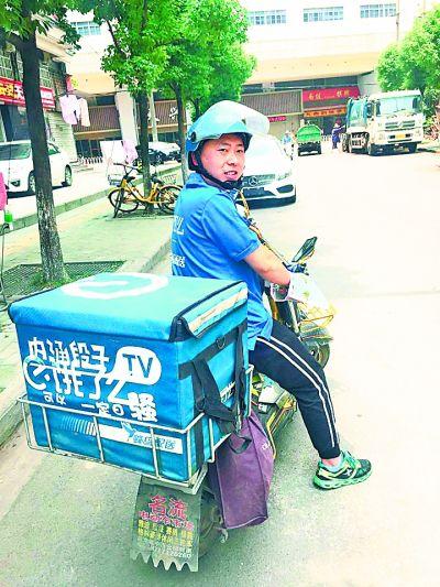 武汉外卖小哥月薪过万者不到一成