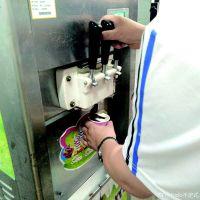 ■老师教同学们制作冰淇淋