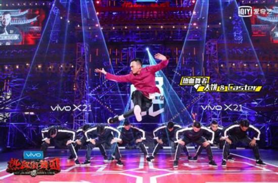 """《热血街舞团》鹿晗王嘉尔""""钢王战队""""获年度冠军团队"""