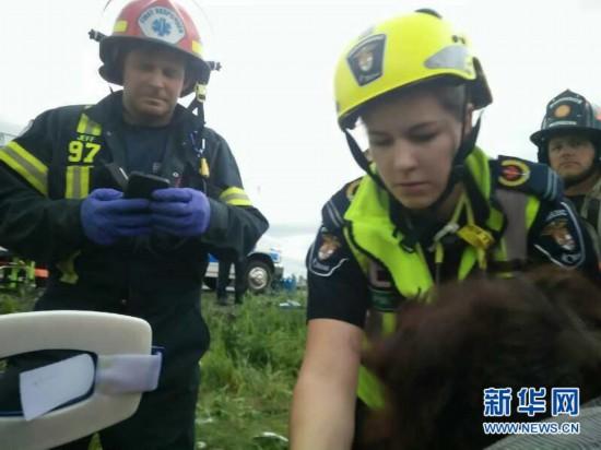 (国际)(2)加拿大发生交通事故中国公民1死34伤