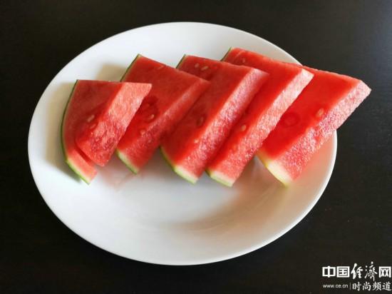 夏季常吃这些水果 既能美肤又防晒