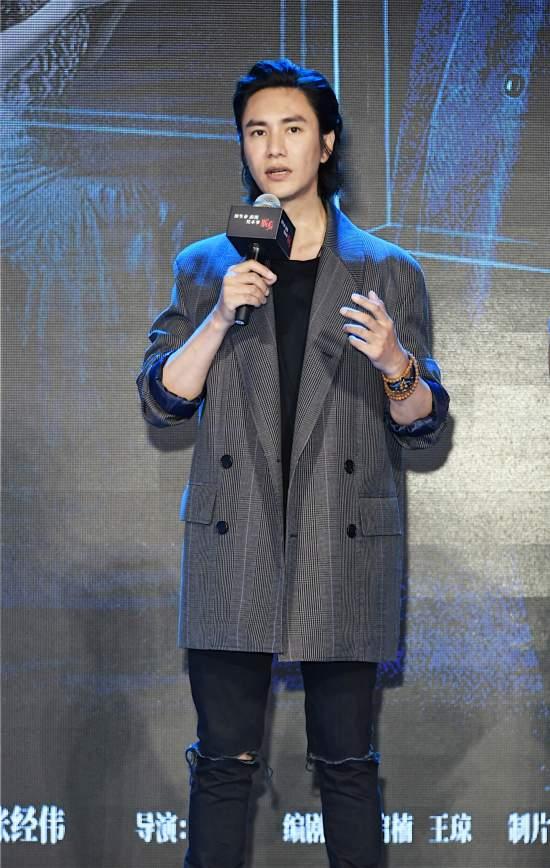 """《脱身》定档611 陈坤万茜成""""捆钱cp"""""""