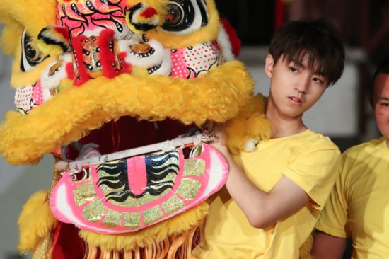 《高能少年团》王俊凯挑战舞狮 宋威龙卢靖姗大秀武艺