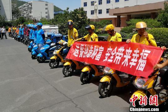 """济南交警出台""""史上最严12条""""严整配送员交通违法行为"""