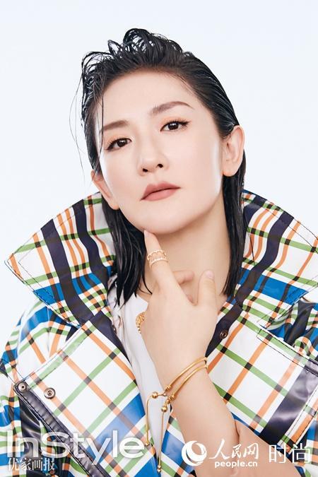 辣妈谢娜产后登杂志封面 湿发背头大秀迷人曲线【6】