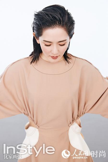 辣妈谢娜产后登杂志封面 湿发背头大秀迷人曲线【5】