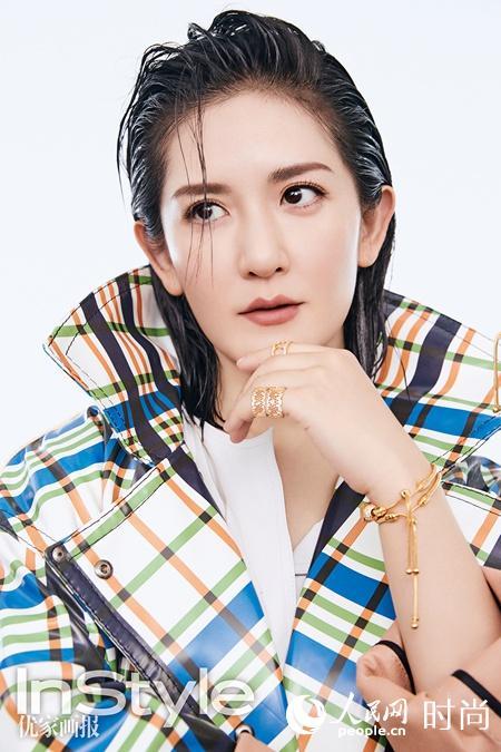 辣妈谢娜产后登杂志封面 湿发背头大秀迷人曲线【7】