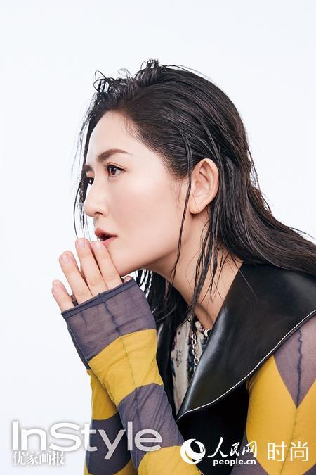 辣妈谢娜产后登杂志封面 湿发背头大秀迷人曲线【8】