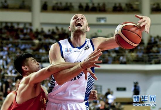 (体育)(8)篮球――中澳国际男篮对抗赛:中国男篮红队不敌澳大利亚NBL联队