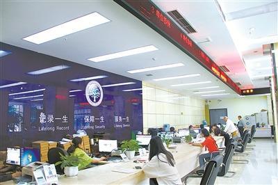 勾结医院院长透支医保资金重庆一社保局长被判刑