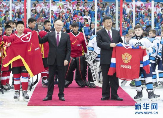 (时政)习近平同俄罗斯总统普京在天津共同观看中俄青少年冰球友谊赛