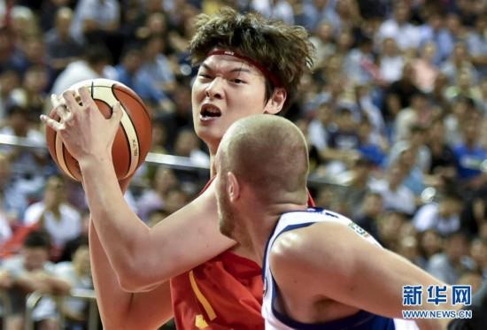 (体育)(2)篮球――中澳国际男篮对抗赛:中国男篮红队不敌澳大利亚NBL联队