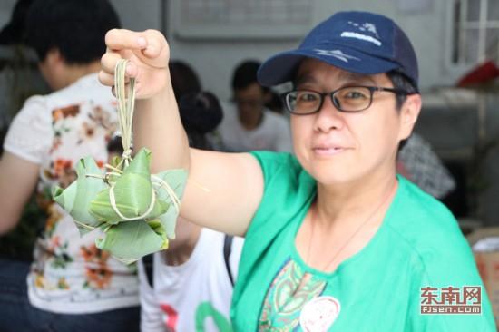 端午临近粽子传情 爱心人士为榕福利院包约1500个粽子