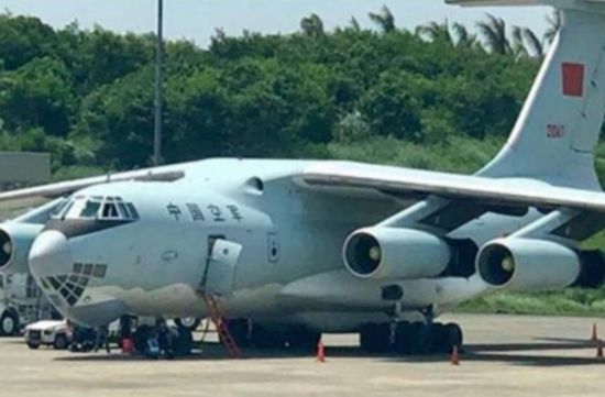 中国军机停靠杜特尔特老家 菲律宾有人趁机挑事