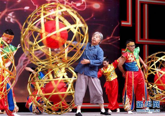 """(文化)(1)上海展出""""非遗在社区""""成果"""